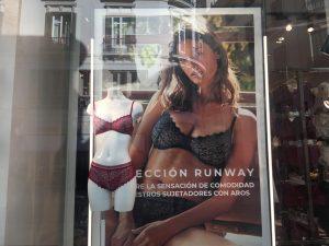 Una de las tiendas de ropa interior que confluyen en calle Larios-Málaga